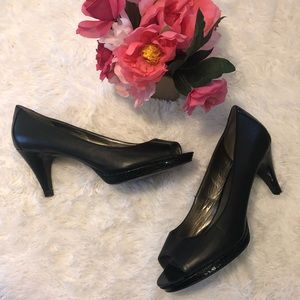 Bandolino Platform Peep Toe Heels snakeskin